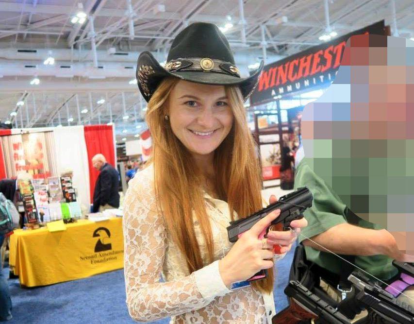 VÅPENGLAD: Marija Butina var aktiv i amerikanske våpenmiljøer.