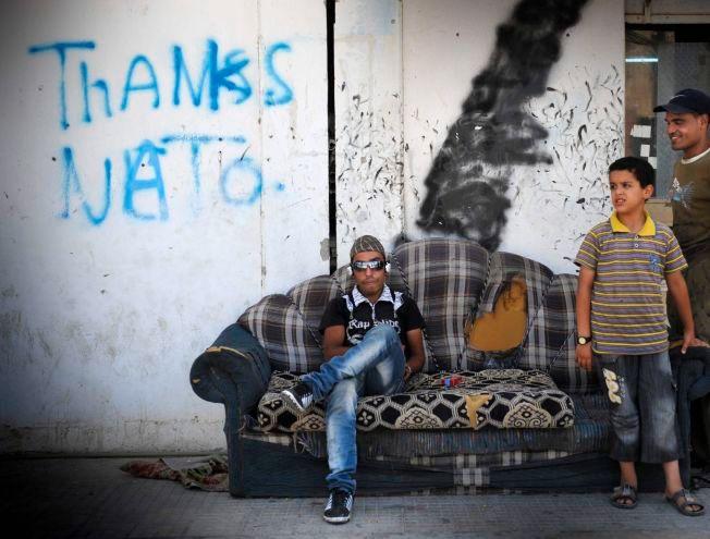VANSKELIG, MEN RIKTIG: – Politiske avgjørelser tas ikke i retrospekt, de tas i realtime. Norsk krigsdeltakelse i Libya våren 2011 var en vanskelig avgjørelse å ta. Men den var riktig da den ble tatt, skriver kronikkforfatterne. Bildet er fra den libyske byen Misrata ett år etter diktatorens fall.
