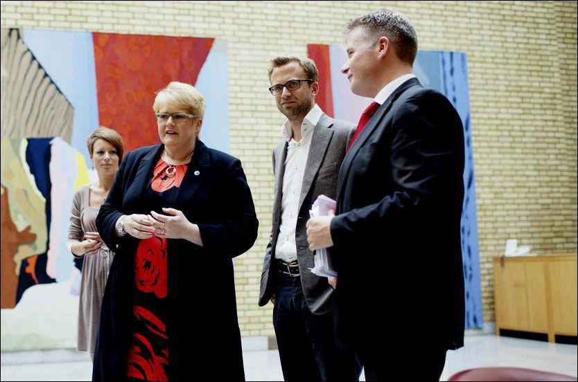ENIG: Torsdag ble det klart at det ble enighet om en klimaforlik. Bildet er fra Stortingets vandrehall i forbindelse med bruddet i forhandlingene for en uke siden. F.v: Line Henriette Hjemdal (KrF), Trine Skei Grande (V), Nikolai Astrup (H) og Per-Willy Amundsen (Frp). Foto: Stian Lysberg Solum / NTB scanpix