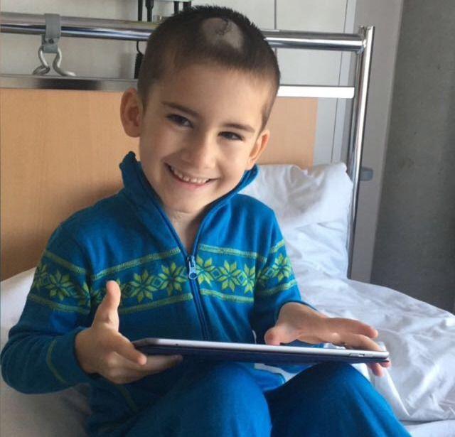 I RESPIRATOR: Djabrail (6) ligger i kunstig koma etter å ha blitt feilmedisinert ved Haukeland sykehus.