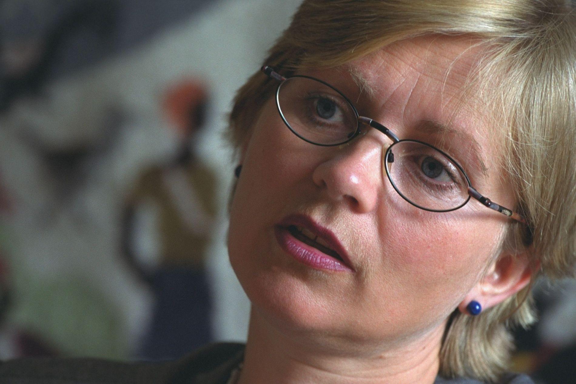 Anne Kristin Sydnes den gang hun var bistandsminister i august 2000.