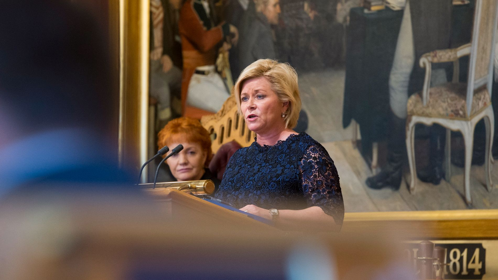 FINANSMINISTER: Siv Jensen (Frp) på talerstolen under finansdebatten på Stortinget.