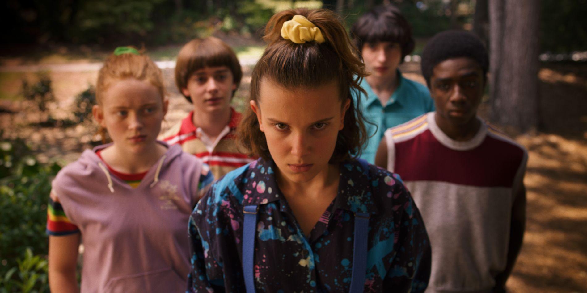 KOMMER: Noah Schnapp,Sadie Sink, Noah Schnapp, Millie Bobby Brown, Finn Wolfhard og Caleb McLaughlin i sesong 3 av «Stranger Things».