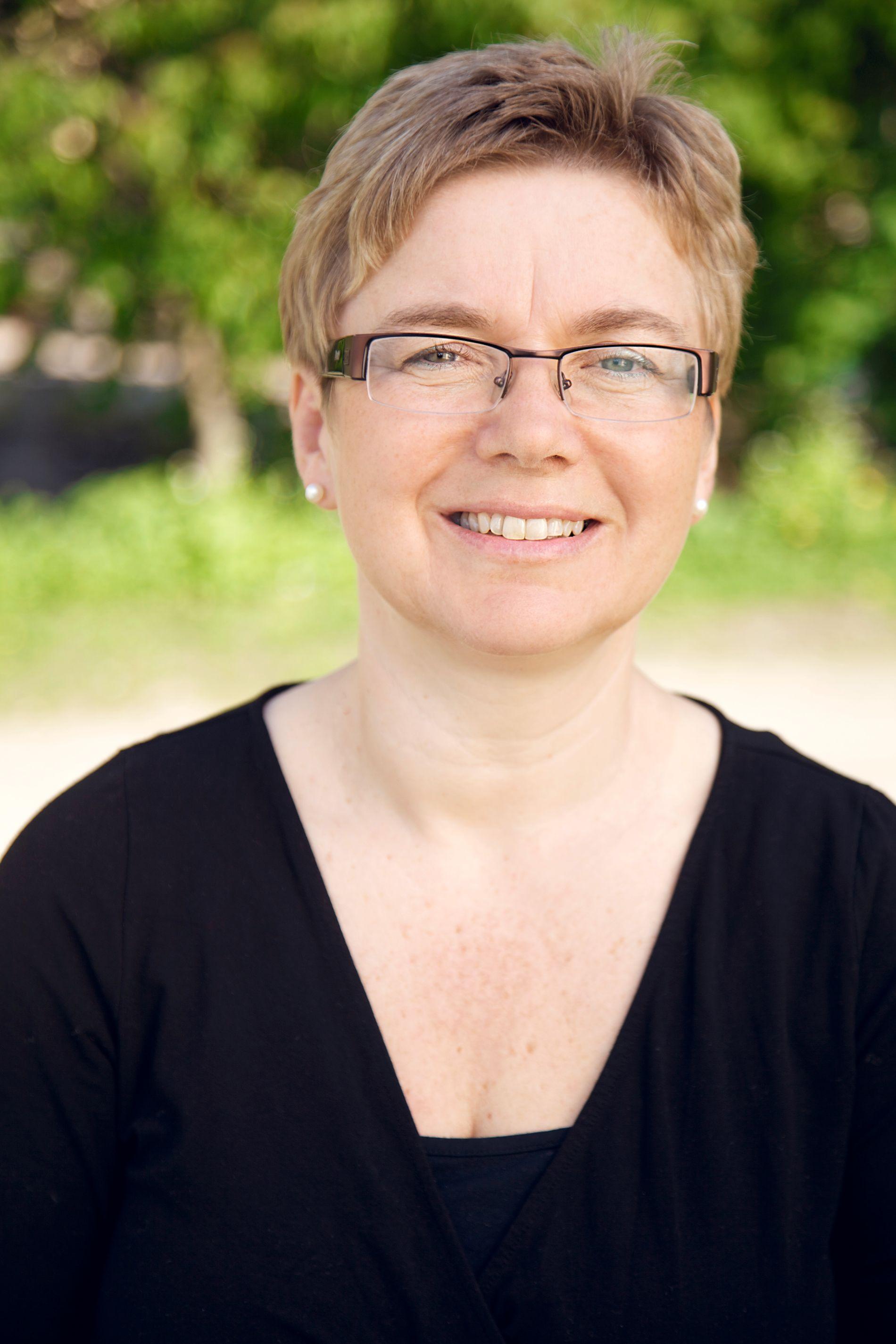 SVARER DE UNGE: Helsesøster Anne Bentzrød hjelper ungdommer både i klasserom og på ung.no