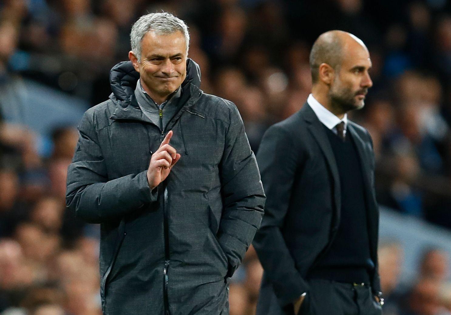 MØTES SNART IGJEN: Det var ganske gemyttelig mellom Pep Guardiola og José Mourinho i forrige sesong. Her fra møtet på Etihad i april (0-0). City vant 2-1 på Old Trafford tidlig i sesongen. Neste møte om to uker. Foto: REUTERS