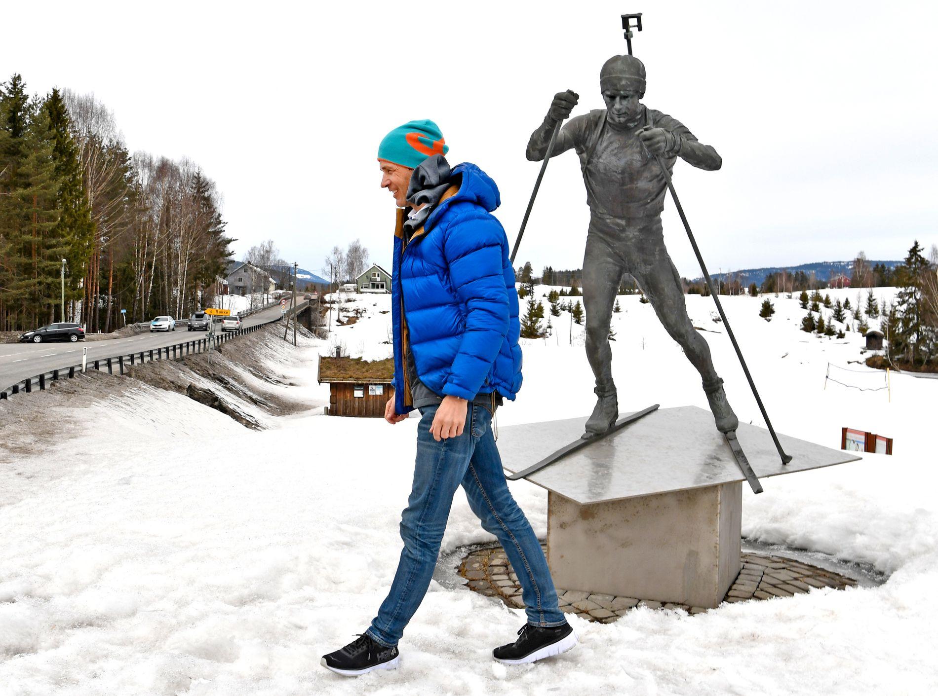 PÅ HJEMMEBANE: Ole Einar Bjørndalen fotografert på Ole Einars Standplass på Simostranda i april etter at han fortalte at han legger opp som skiskytter. Hjemstedet kan huse det nye Bjørndalen-museet.