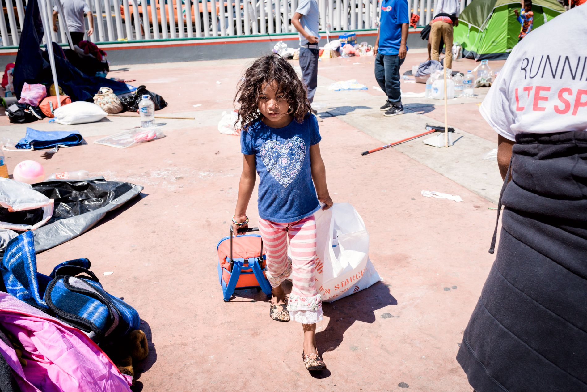IMMIGRANT: En ung jente i flyktningleir ved Mexicos grense mot USA.
