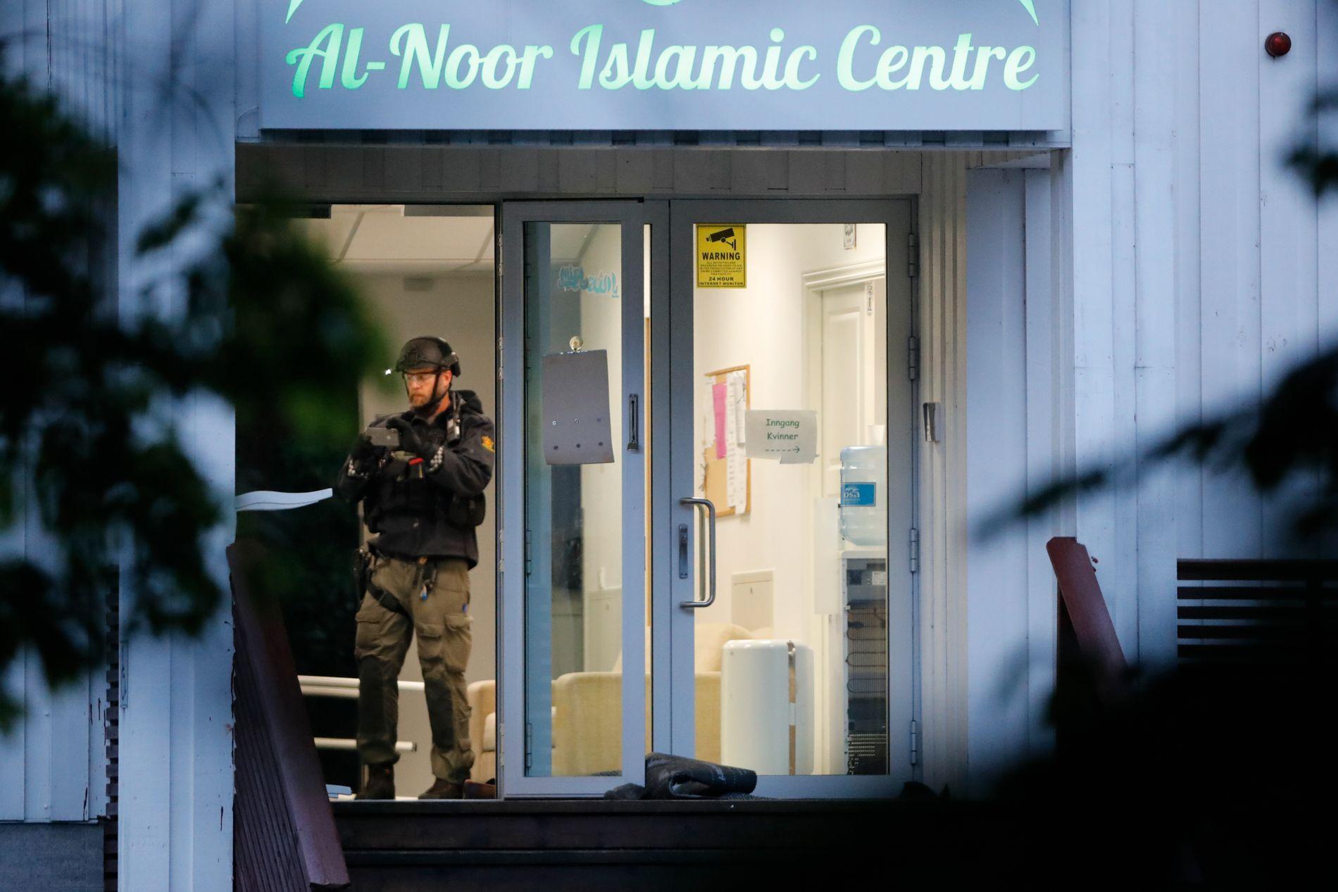 Leder Abdirahman Diriye i Islamsk Råd Norge sier folk innad i det muslimske miljøet er berørt. – Det er ingen tvil om at dette setter mange i sjokktilstand, sier han til NTB. Foto: Terje Bendiksby / NTB scanpix