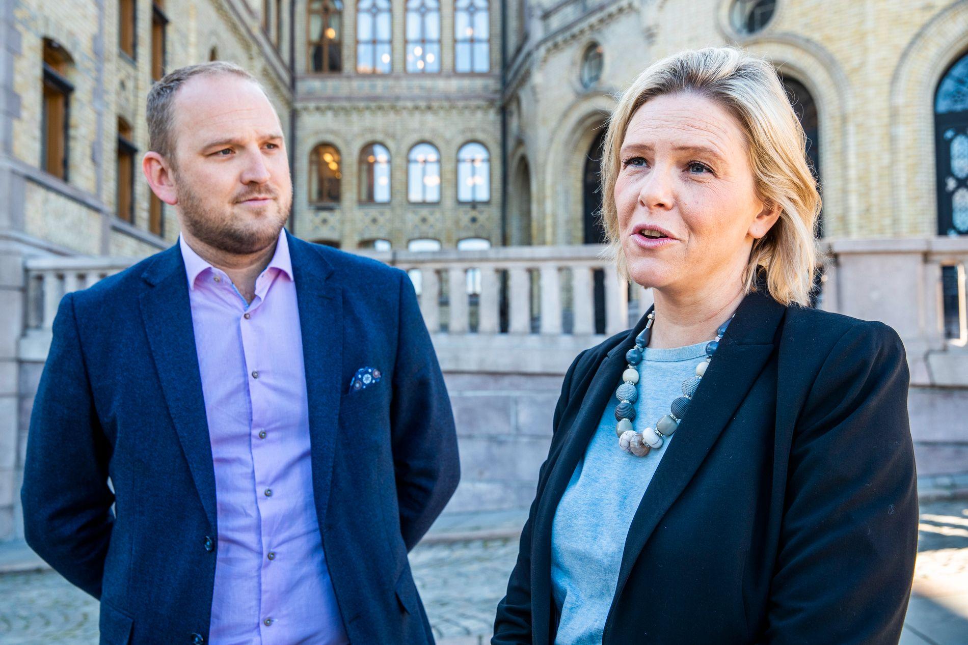 – MINDRE BYRÅKRATI: Samferdselsminister Jon Georg Dale (Frp) og eldre- og folkehelseminister Sylvi Listhaug (Frp) håper de nye endringene blir godt mottatt.