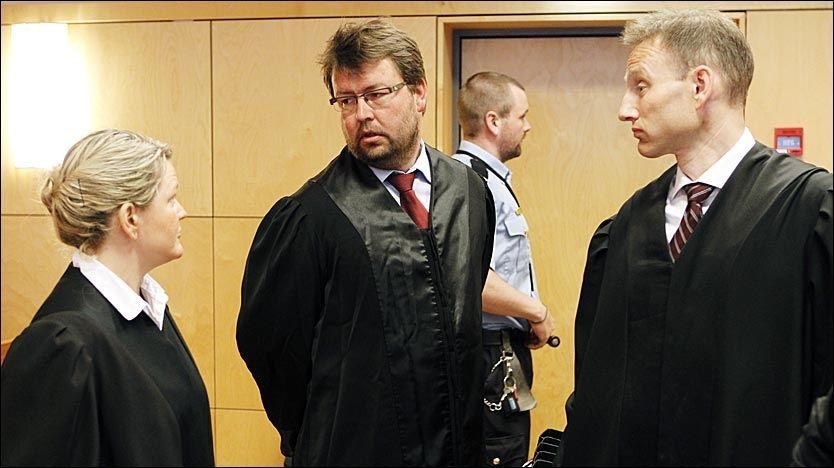 KALT INN SOM VITNE: Farens forsvarer, Frode Wisth (i midten), kalte inn den voksne sønnen som vitne i ankebehandlingen av Alvdal-saken. Det resulterte i nye overgrepsanklager mot hans klient. Foto: Cornelius Poppe / SCANPIX