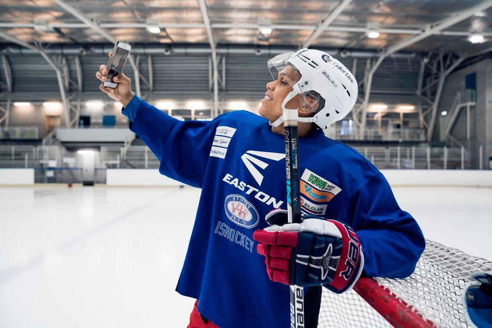 NY OG BEDRE: Nå kan Anders Braavold endelig bytte telefon litt oftere, og få bedre kvalitet på snappene sine.