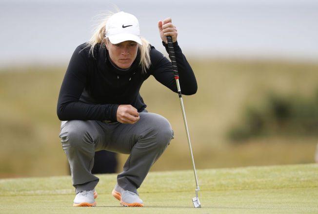 VURDERER: Suzann Pettersen forbereder seg på en put under torsdagens første runde av British Open i Skottland.