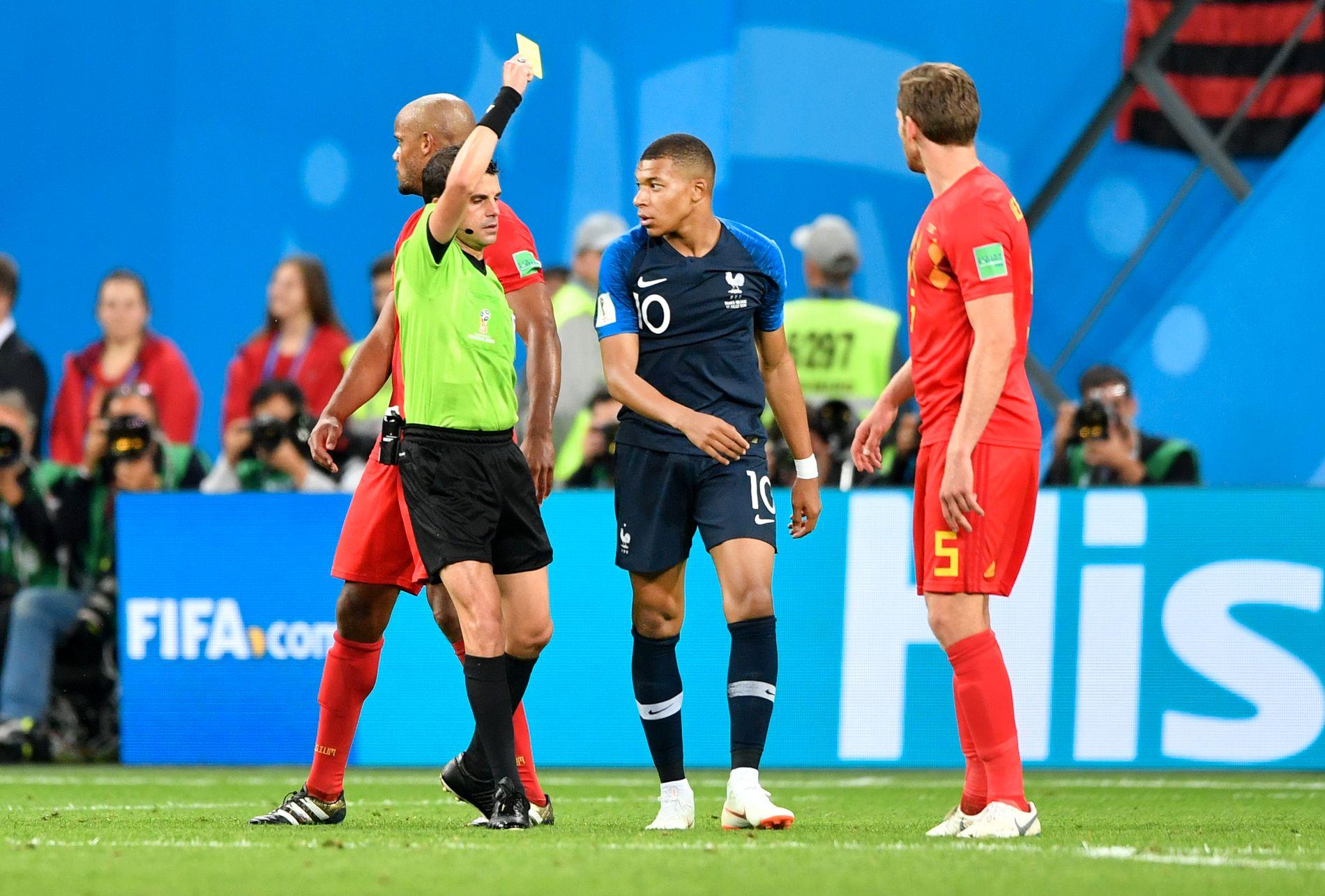 FIKK GULT: Kylian Mbappé fikk gult kort på tampen av kampen mot Belgia etter å ha tatt med seg ballen da belgierne fikk frispark.