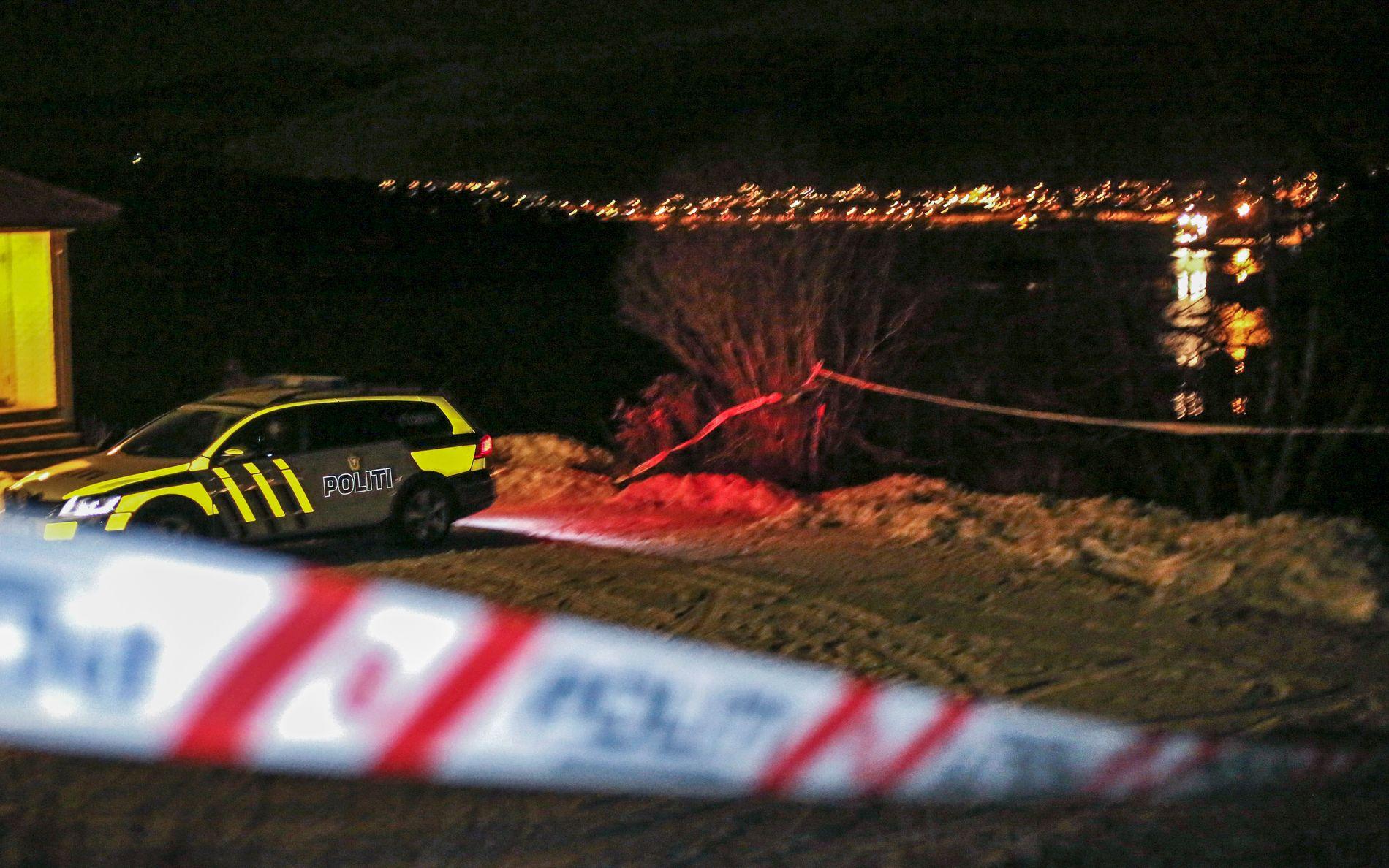 DRAP: Politiet har sperret av en bolig i Lenvik kommune etter at en kvinne i 80-årene ble funnet drept mandag formiddag.