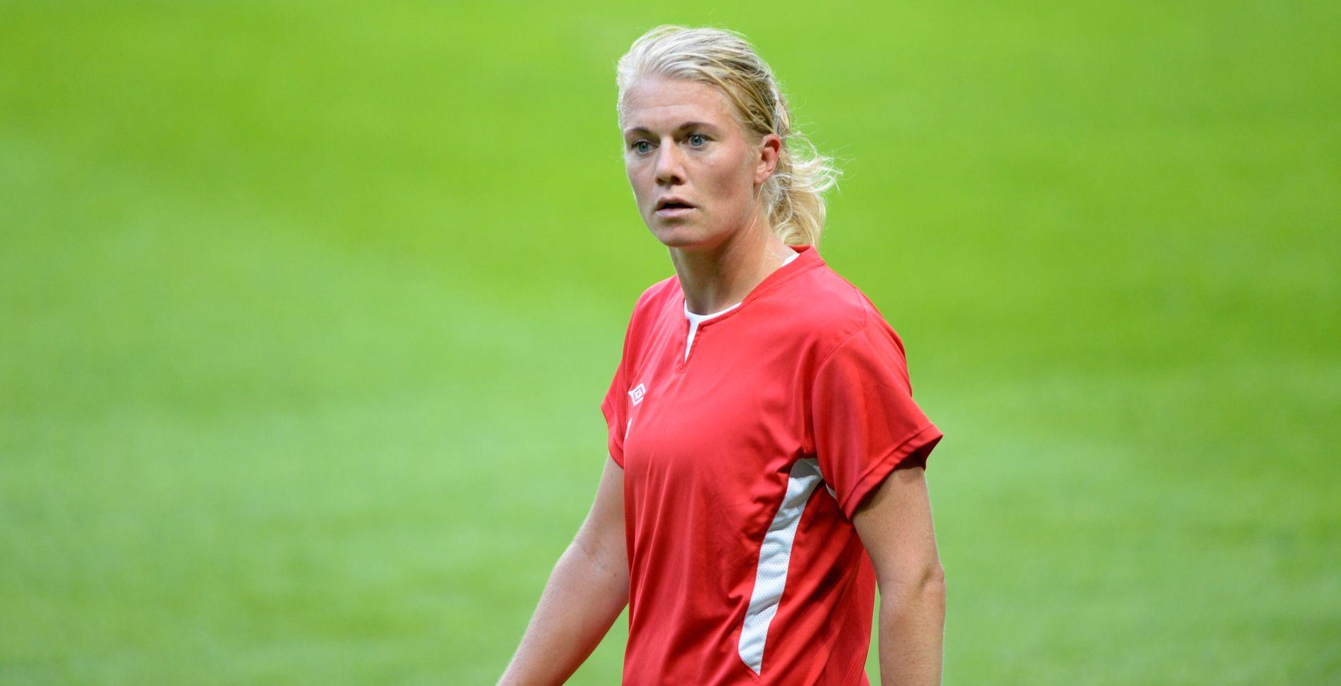 KRITISK:  Solveig Gulbrandsen, her fra trening i 2013 med landslaget, synes det er dumt at Eliteserien og landslagskampen krasjer.