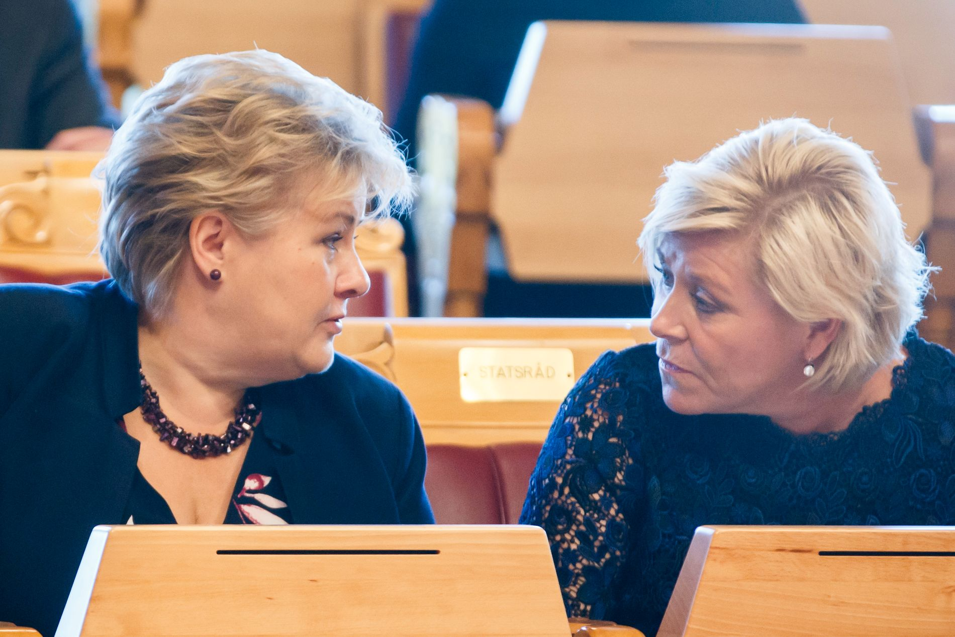 TAR INN MER: Statsminister Erna Solberg og finansminister Siv Jensen øker bensinavgiftene langt mer enn de sa i forrige uke.