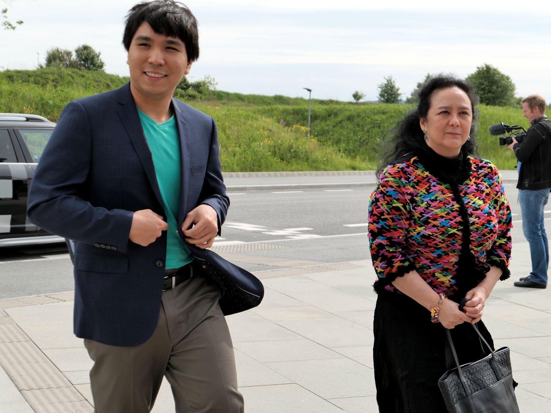 PÅ PLASS: Wesley So er med i Norway Chess, og har sin nye mor Lotis Key med seg til Norge.