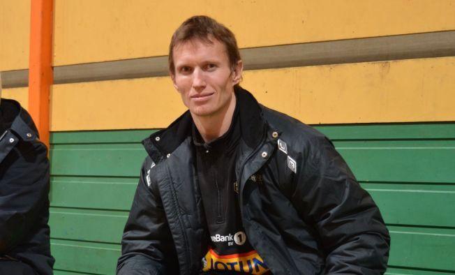 PÅ PLASS: Frank Løke på plass i Sandefjord der han torsdag skrev under for Runar.