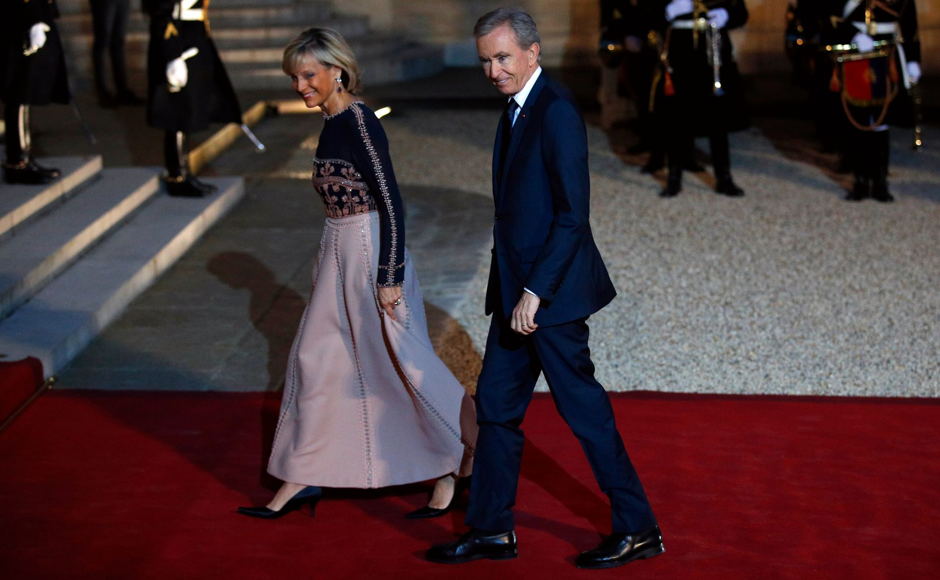 Bernard Arnault sammen med sin kone, pianisten Helene Mercier-Arnault, i anledning en gallamiddag ved presidentboligen Elysee-palasset i Paris.