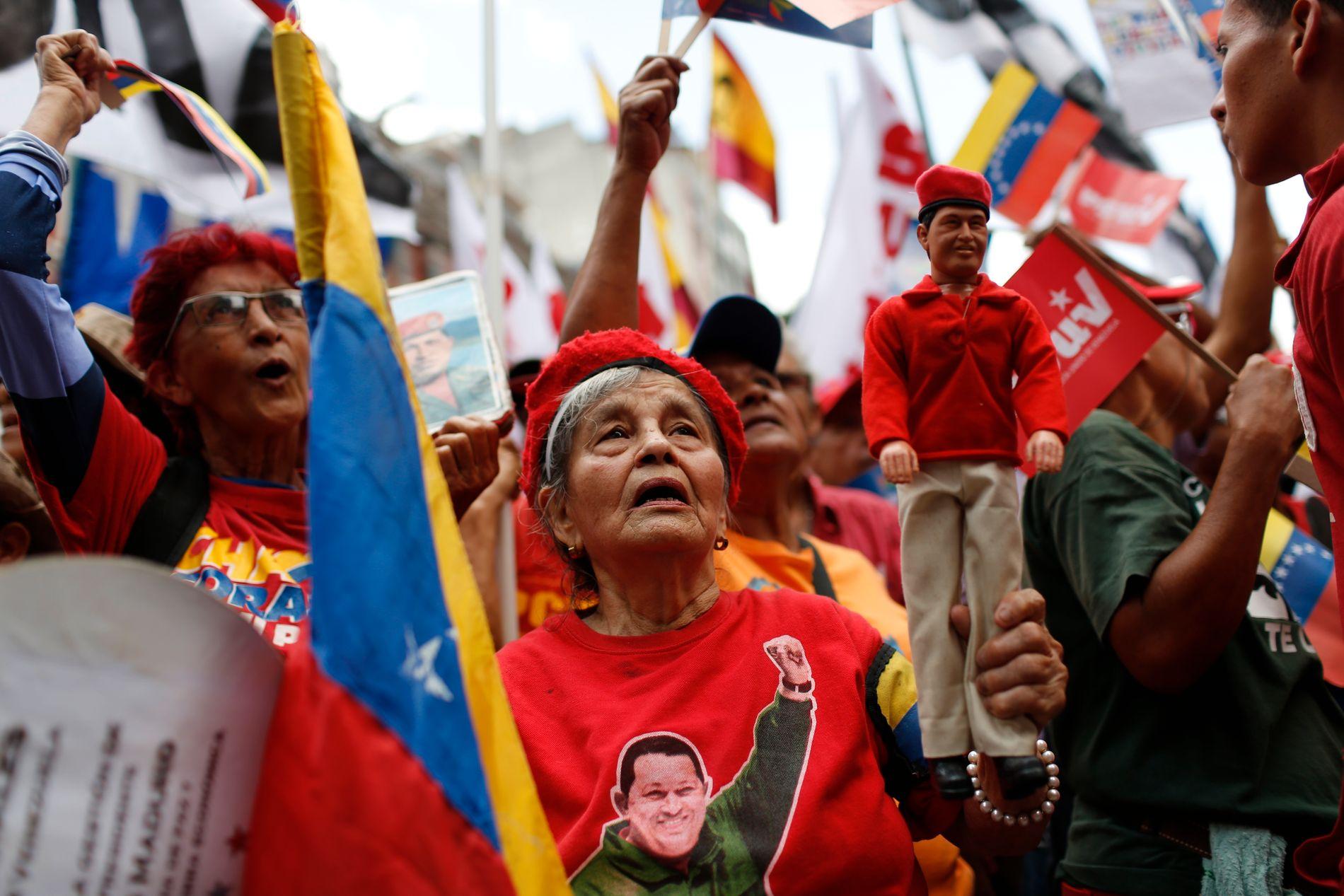 Venezuela er preget av dyp splittelse mellom tilhengere (bildet) og motstandere av president Nicolás Maduros og hans regime. Norske diplomater har tilrettelagt samtaler mellom partene.