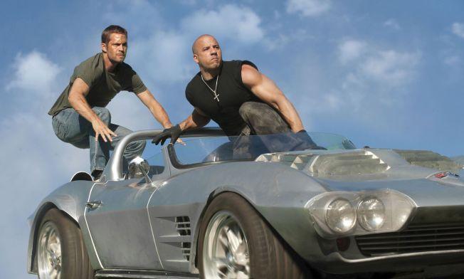 FART OG SPENNING: «Fast & Furious»-filmene byr på dramatiske og actionfylte scener der både Vin Diesels karakter Dominic Toretto og Paul Walkers rolle som Brian O'Conner havner i kniper som ofte må løses ved farlige oppdrag.