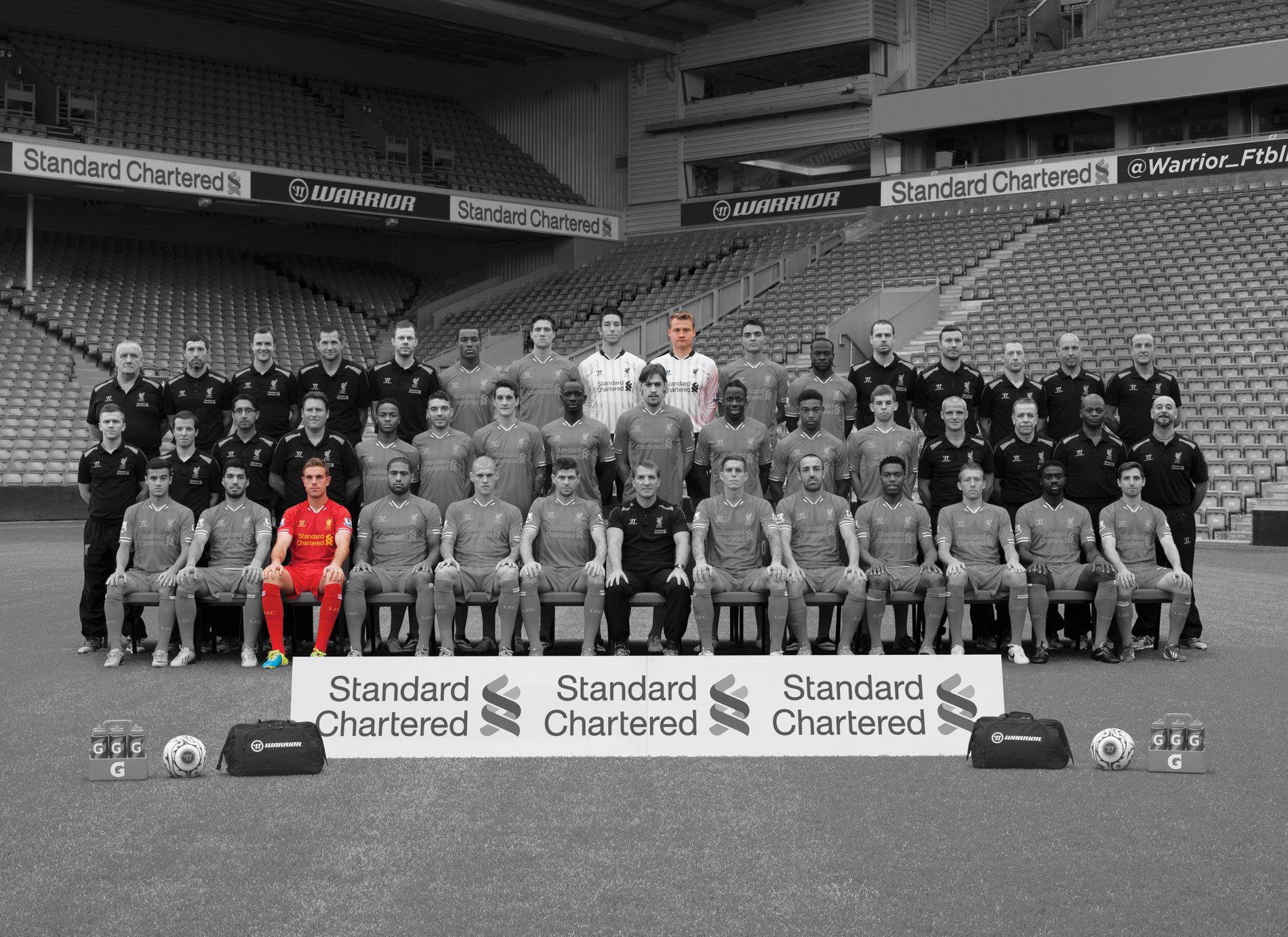 TROPPEN FRA 2013/14-SESONGEN: Bare Jordan Henderson og Simon Mignolet (i farger) er fortsatt i Liverpool-troppen i dag.