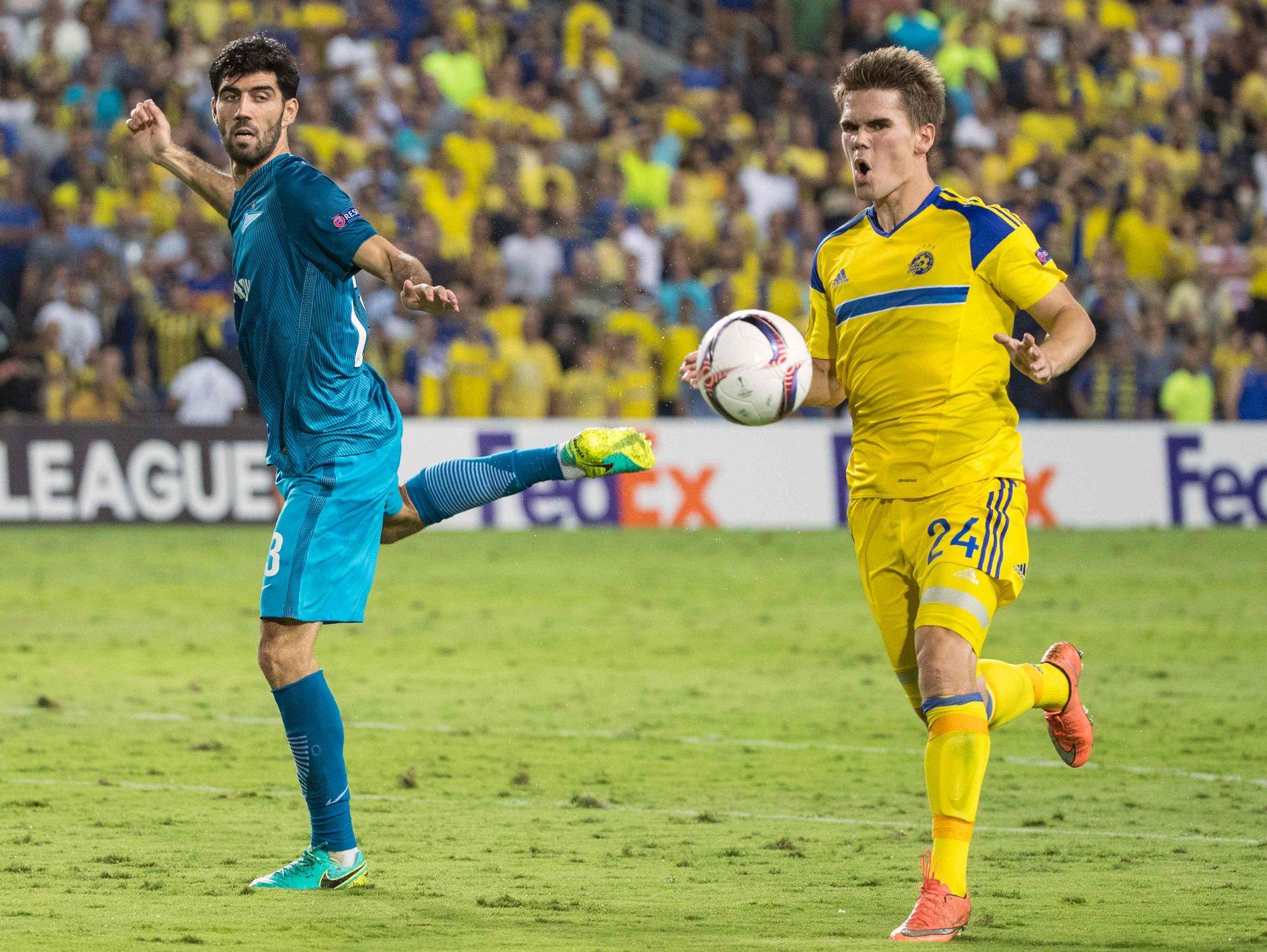 SCORET FOR NY KLUBB: Vidar Örn Kjartansson har åpnet målkontoen for Maccabi Tel Aviv. Den tidligere Vålerenga-spissen scoret ett mål og israelerne ledet 3-0 før Zenit og Luis Neto (t.v) snudde kampen det siste kvarteret.