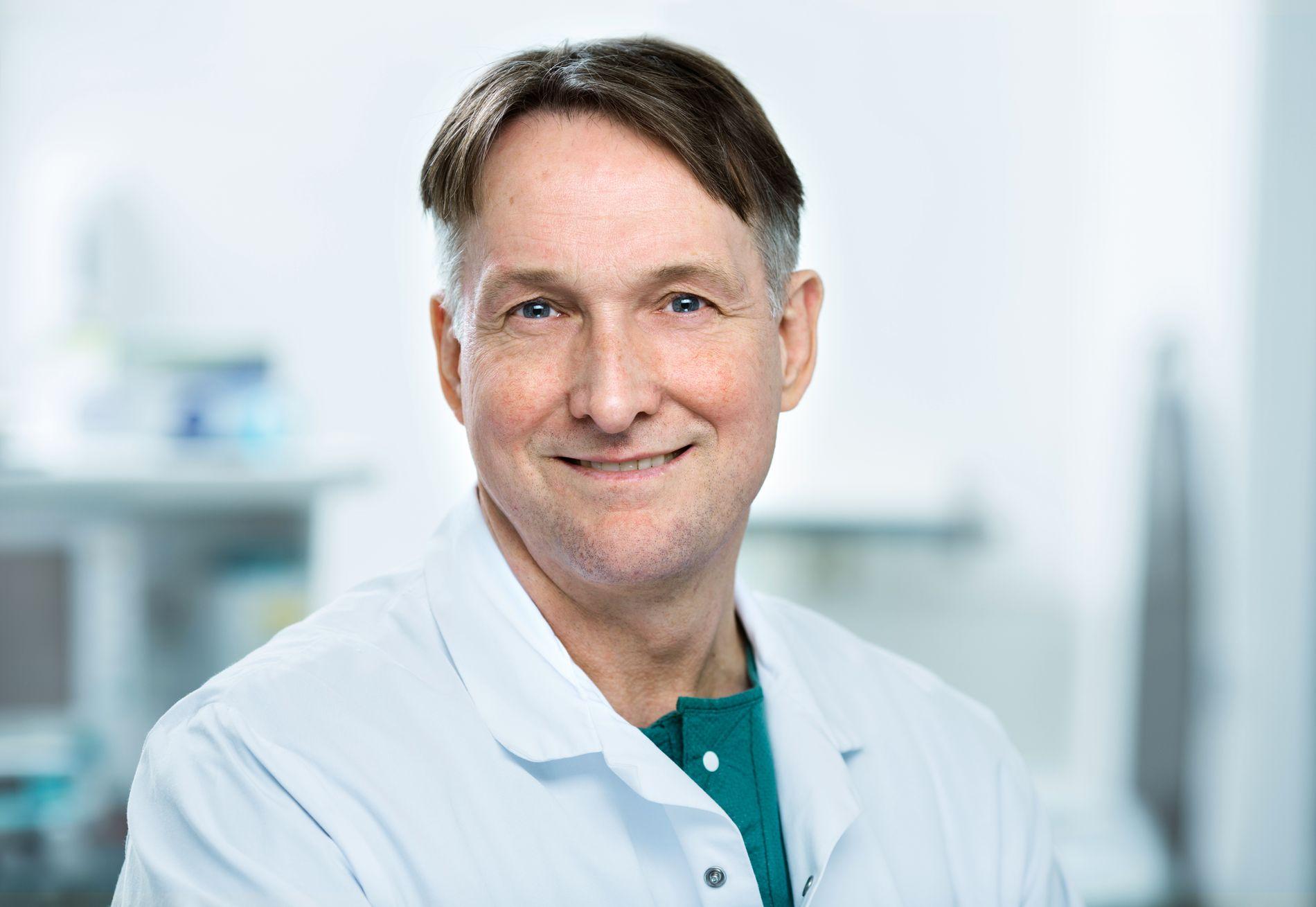 EKSPERT: Kirurg Hjørtur Gislason forteller at overvektige kjemper mot et hormonsystem i ubalanse.