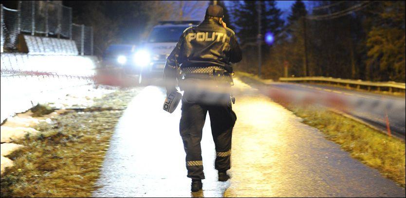 SIKRER SPOR: Politiet har sperret av området rundt åstedet i Vanvikan i Leksvik kommune. Foto: HENRIK SUNDGÅRD