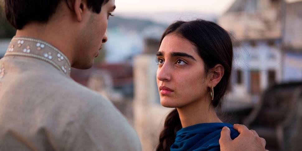DOBBELTLIV: Maria Mozhdah spiller rollen som norsk-pakistanske Nisha.