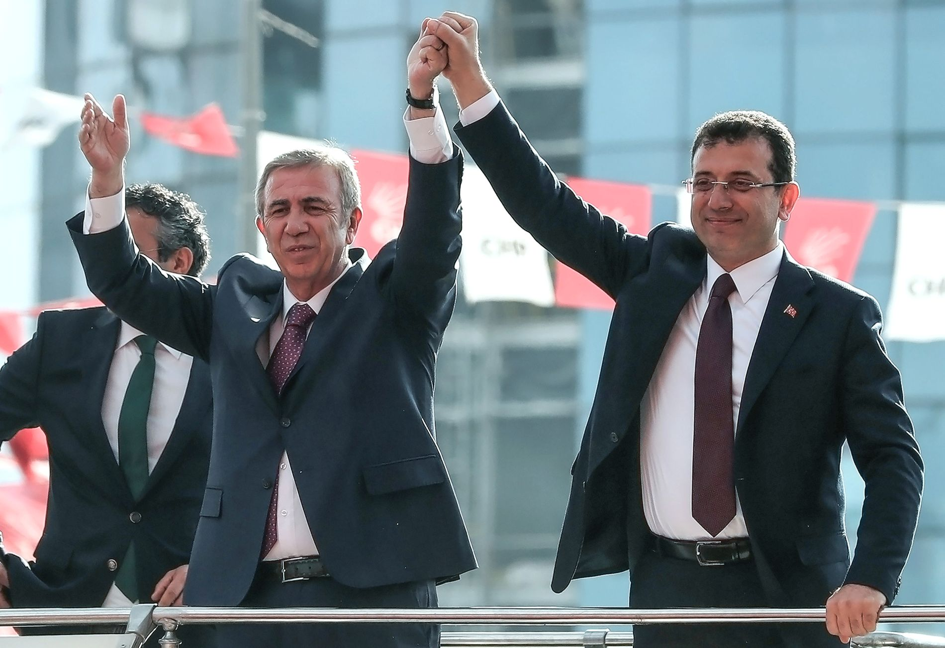 TROR DE HAR VUNNET: CHP-kandidatene Mansur Yavas (til venstre) og Ekrem Imamoglu føler seg sikre på at de bli borgermestere i henholdsvis Ankara og Istanbul.