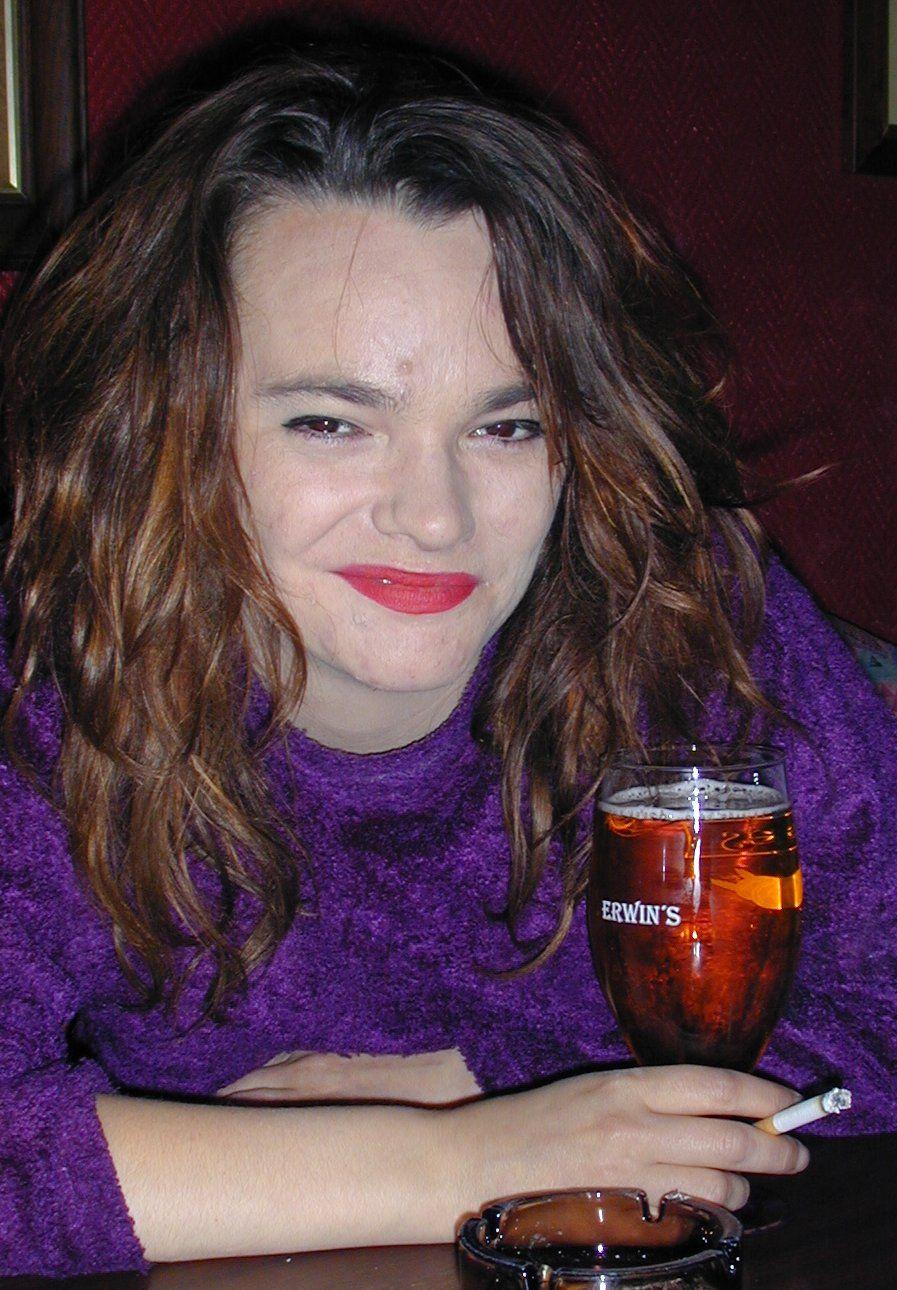 Julie Winge fotografert på bar i Oslo i 2001.