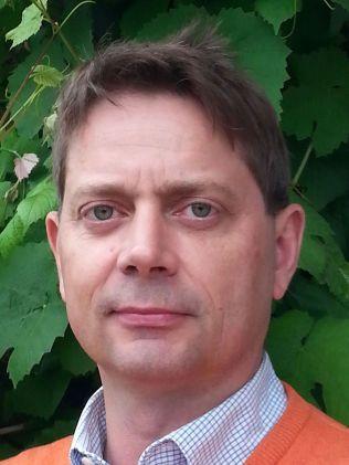 STRENGE REGLER: Pressetalsmann for Unibet, Peter Alling, forteller at selskapet følger årvåkent med på sine kunder for å unngå svindel. Foto: Privat