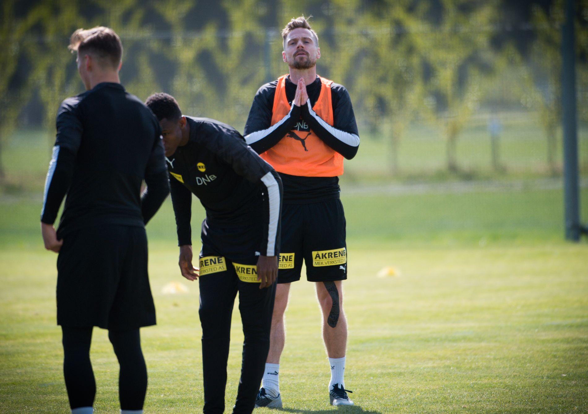 KAN TRENGE HJELP: Onsdag var Arnor Smárason omsider tilbake på treningsfeltet til Lillestrøm. Islendingen vet fortsatt ikke når han blir spilleklar.