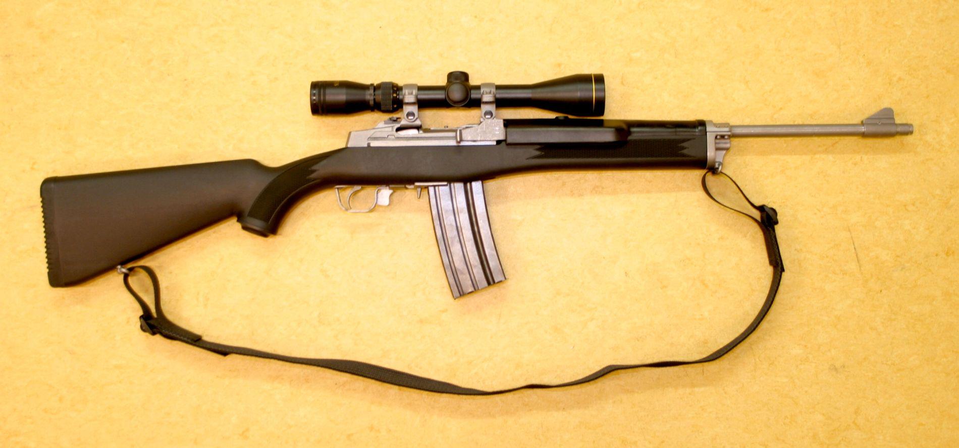 BLIR FORBUDT: Dette er en Ruger Mini 14 – et av våpnene som nå blir forbudt i Norge.