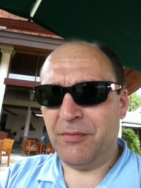 FLYTTET INN: Eirik Jensen hjalp Gjermund Cappelen da han skulle avruses tidlig på 90-tallet. Dette bildet er tatt på en av Cappelens luksuriøse ferier i Thailand.