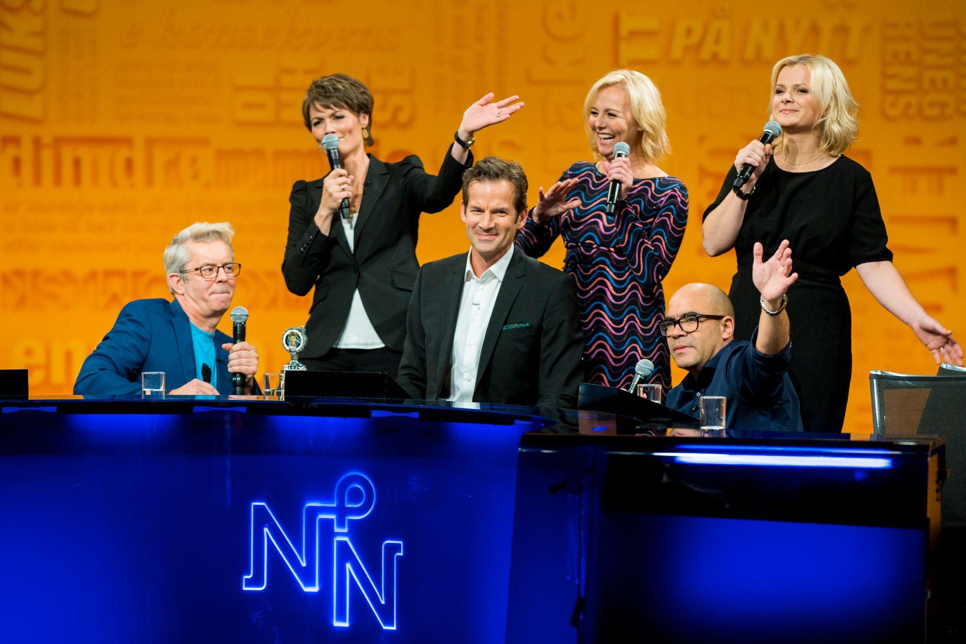 08ce1d90 SYNGES UT: Programleder Jon Almaas under sin siste innspilling av «Nytt på  nytt» torsdag kveld. Da dukket Knut Nærum og Linn Skåber opp som gjester,  ...