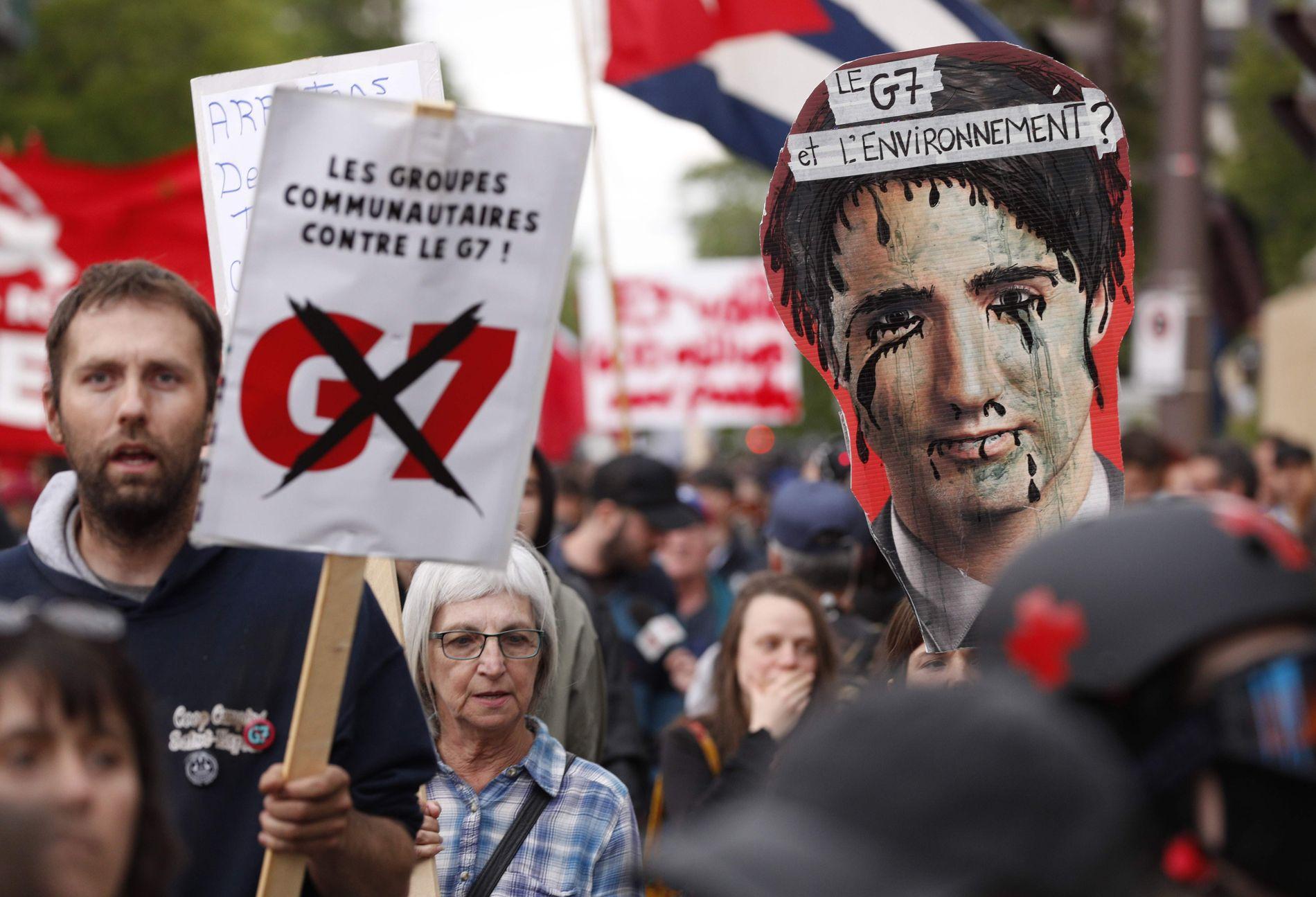 DEMONSTRASJON: Som ved alle G7-møter, er det også denne gangen store demonstrasjoner og stort politioppbud for å beskytte deltagerne.