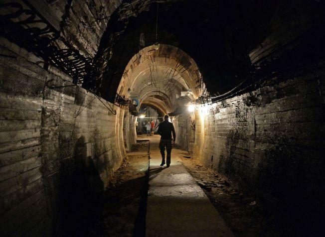NAZI-TUNNELER: Bildet er fra en av tunnelgangene som er åpne for publikum under Ksiaz slott, som er i samme område som det såkalte nazigull-toget skal være oppdaget.