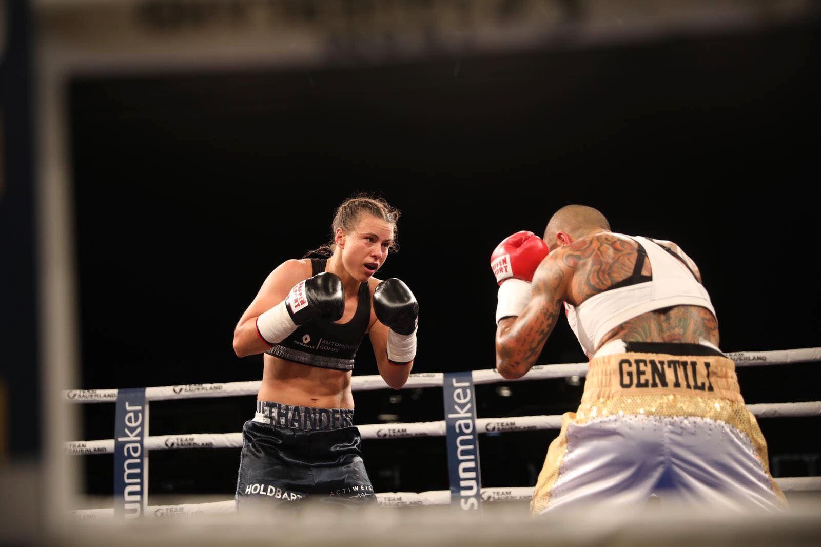 VRIEN STIL: Monica Gentili (t.h.) var en frustrerende motstander for Katharina Thanderz.