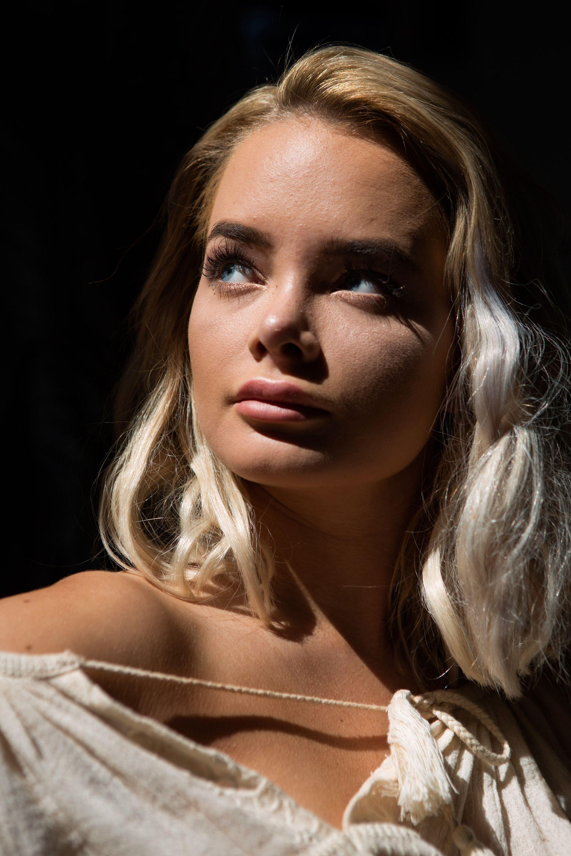 TOPPBLOGGER: Sophie Elise Isachsen (21) ble misbrukt på nett og snakket ut i VG.