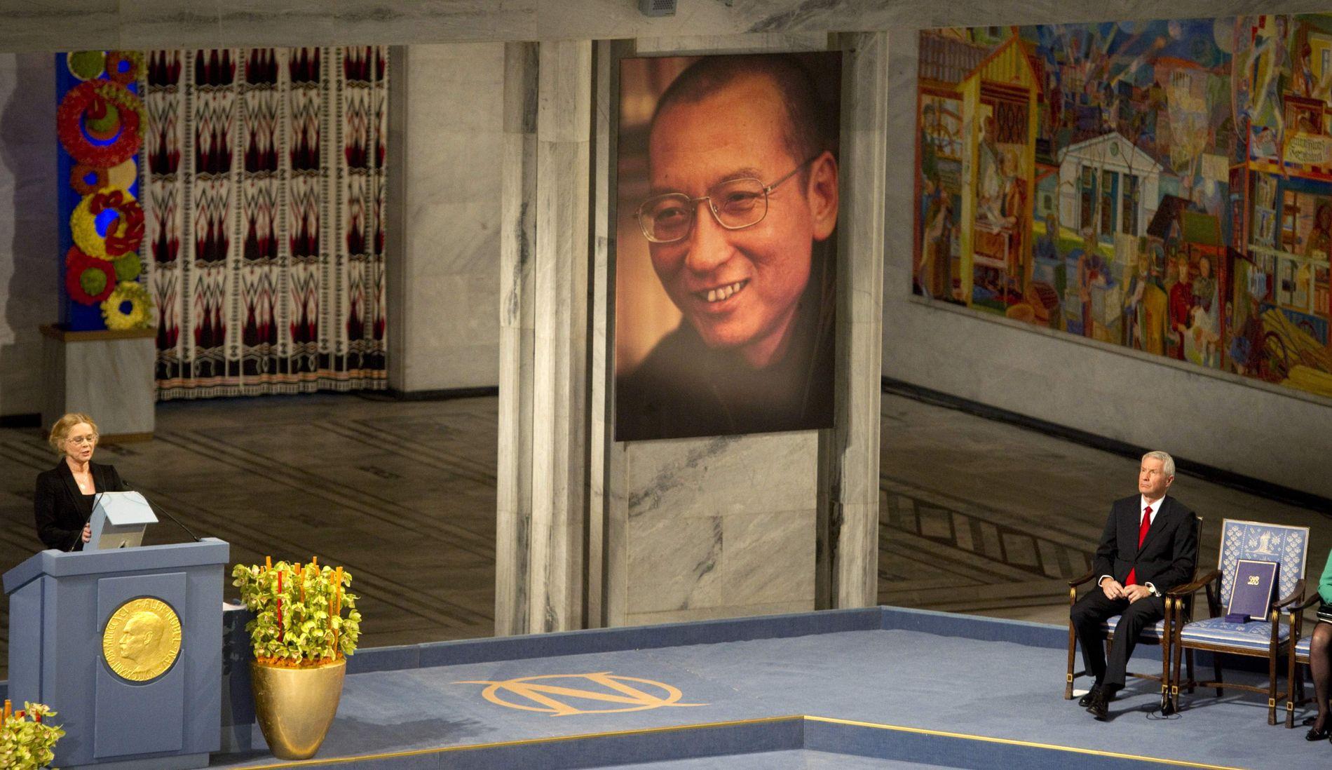 NEKTES Å DRA: I 2010 ble dissidenten Liu Xiaobo tildelt Nobels fredspris. Selv om Liu nå holder på å dø av leverkreft og ønsker behandling i utlandet, nekter myndighetene i Beijing ham å forlate Kina.