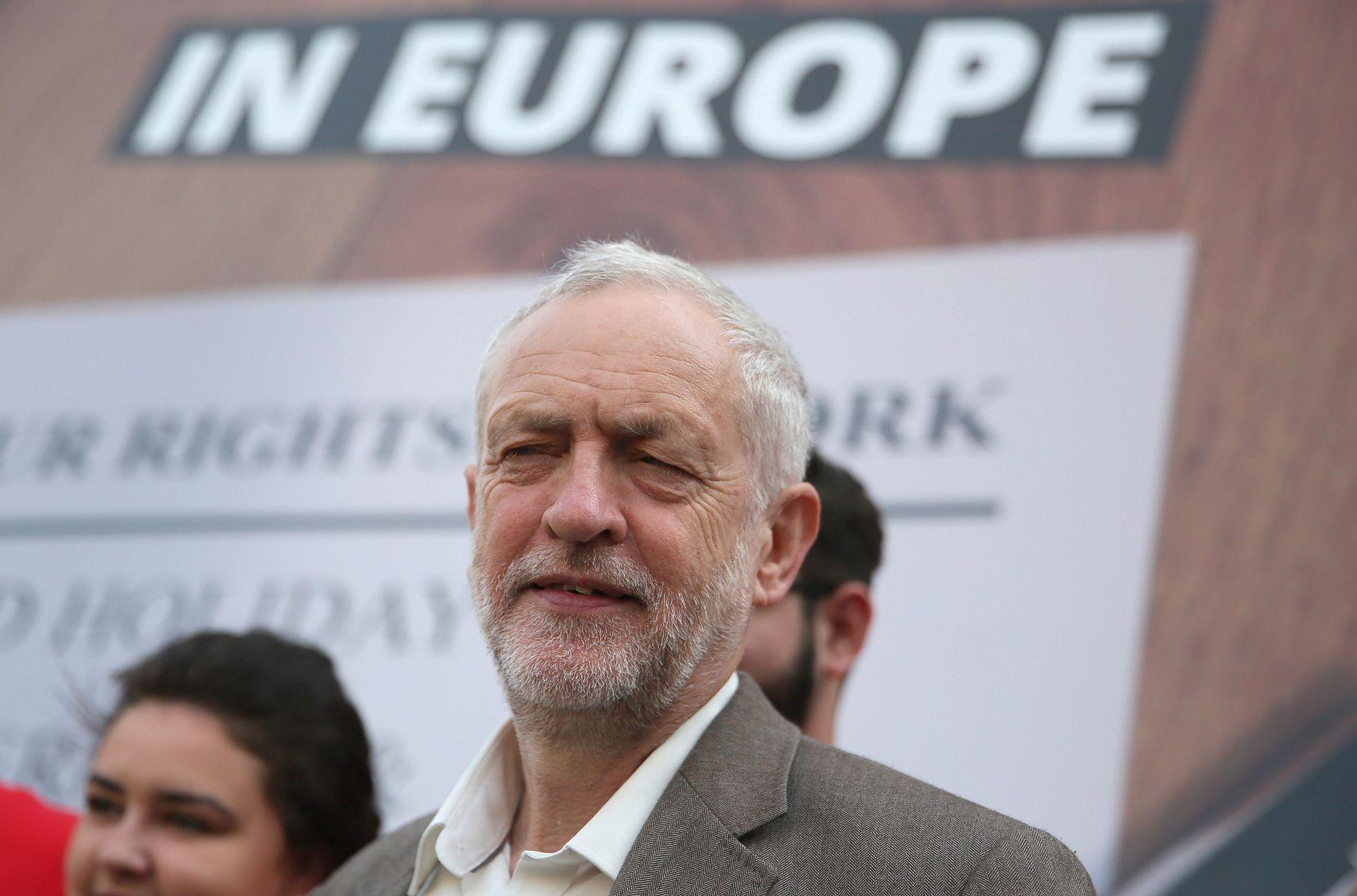 HALVHJERTET: Labour-leder Jeremy Corbyn snakker under et valgkamparrangement i London 6.juni.
