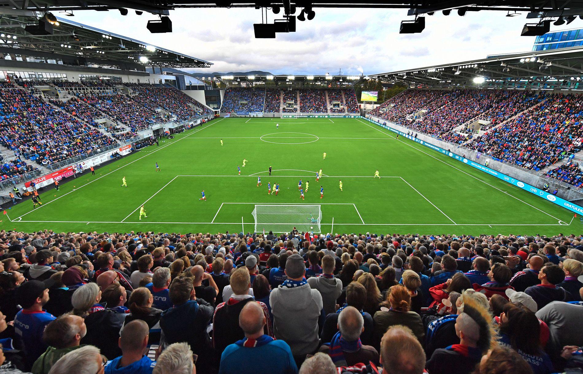 FULLE TRIBUNER: 17.011 tilskuere stilte opp på Eliteserie-åpningen av nye Vålerenga kultur- og idrettspark da Sarpsborg slo Vålerenga 2-1. Det var kun 300 tomme seter.