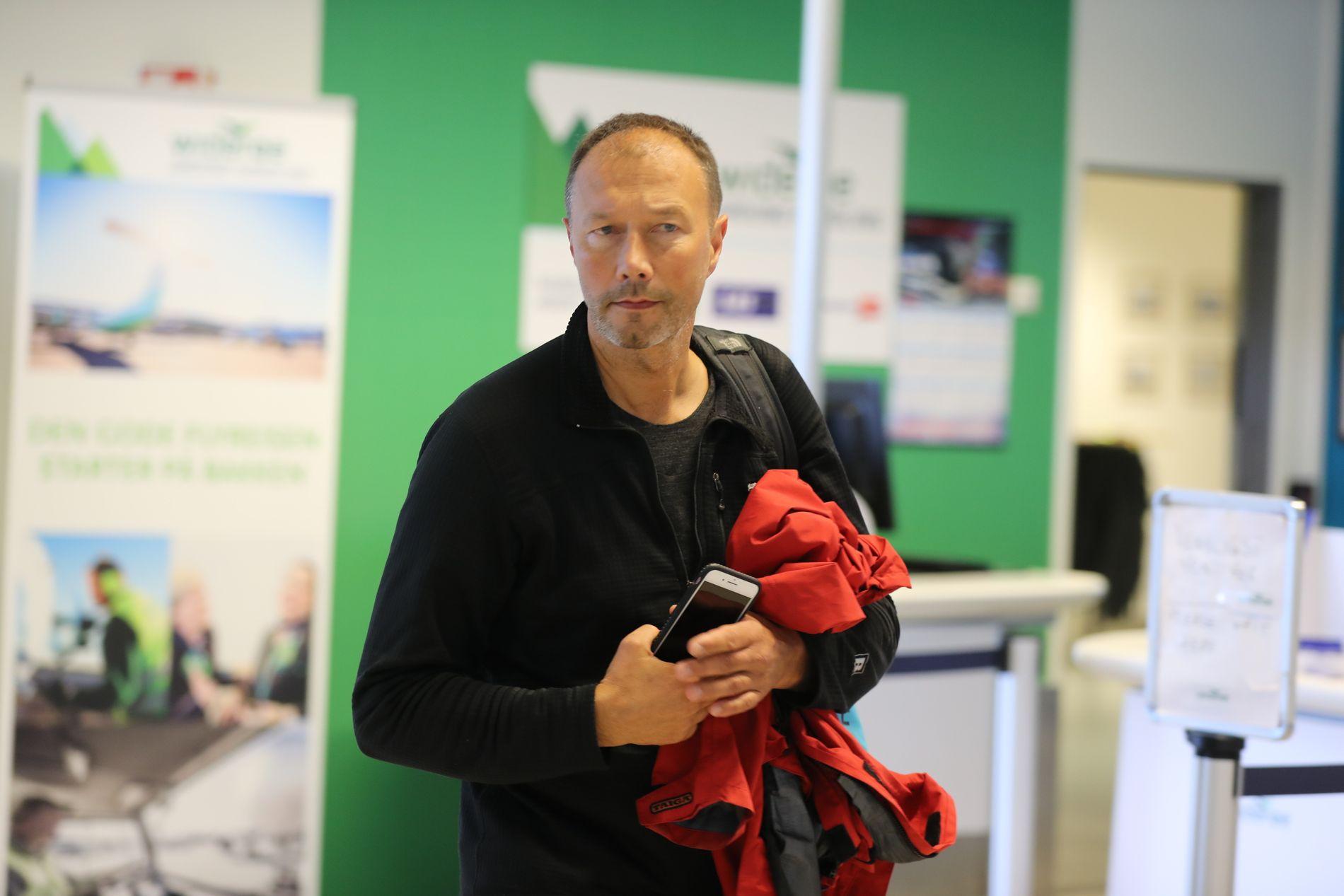 PÅ ULYKKESSTEDET: Leder av flyhavarikommisjonen, Kåre Halvorsen.
