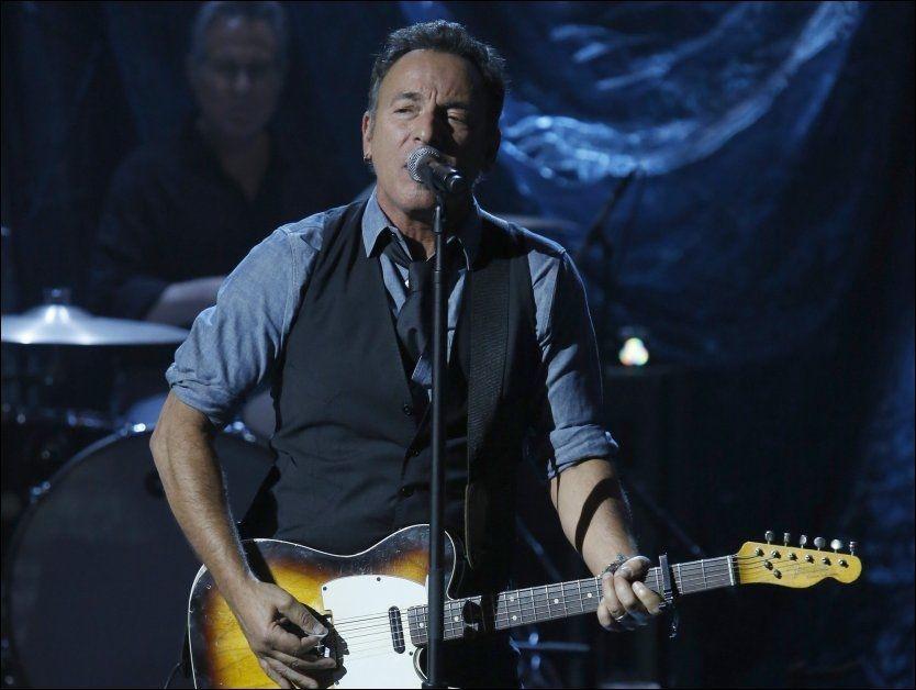 STJERNESPEKKET: Bruce Springsteen var blant de kjente artistene som opprådde på arrangementet «Hurricane Sandy: Coming Together». Foto: AP