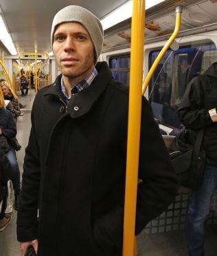 EGEN VERDEN: Noen passasjerer lever i sin egen verden, mener Kjetil Eid (34).
