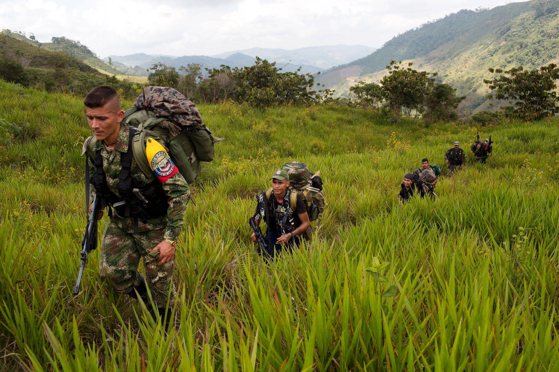 FRA FARC TIL FRED?: I over 20 år har FARC-geriljaen kjempet en intens kamp mot myndighetene i Colombia. Her er soldater fra FARCs 36. Front i Antioquia-staten i januar.