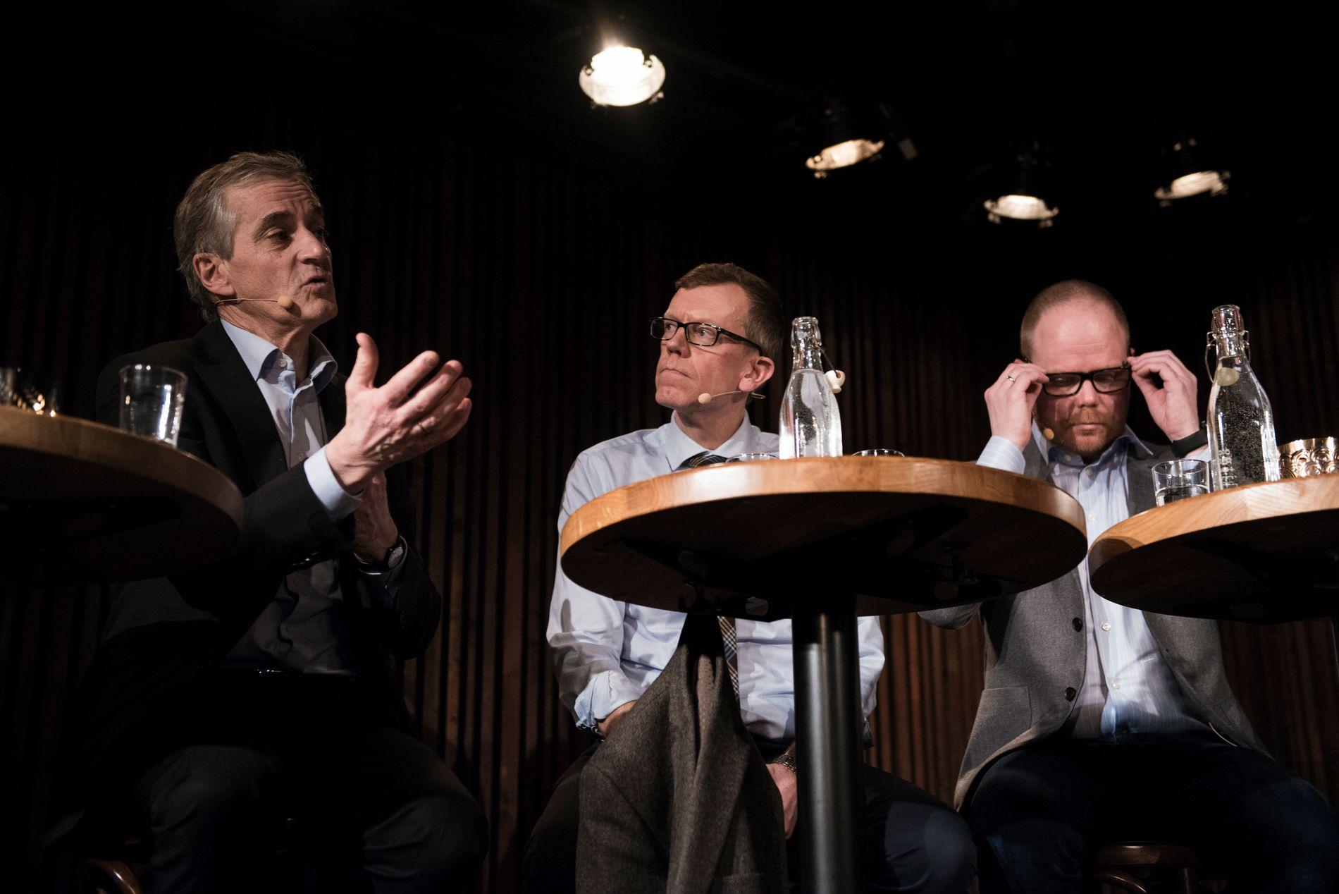 BLYTUNGT:  Jonas Gahr Støre fortalte at det hadde vært blytungt å høre historiene til varslerne, men at det også var tungt å oppleve at en kollega du har jobbet nært med, kommer i en slik situasjon. I panelet satt også Kjetil Bragli Alstadheim, politisk redaktør i Dagens Næringsliv og Gard Steiro, sjefredaktør i VG.