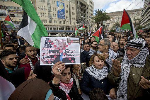 DEMONSTRERER: Palestinerne er rasende og fortvilte etter at Trump valgte å anerkjenne Jerusalem som Israels hovedstad.